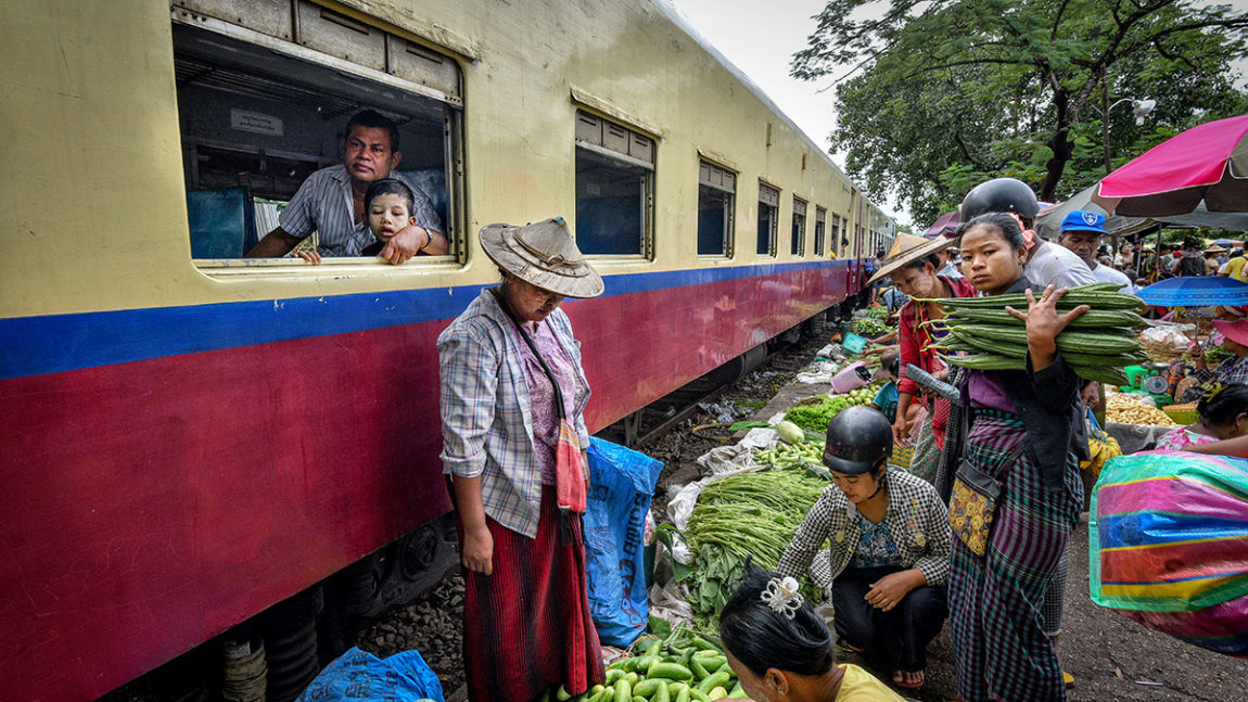 Yangon Circular Railway: Train ride with the Locals